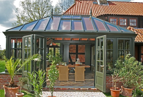 Egal ob herrschaftlich, rustikal oder romantisch: Bei der Gestaltung von Wintergärten berücksichtigt die Manufaktur FRESAND individuelle Wünsche. (Foto: epr/FRESAND Wintergarten)