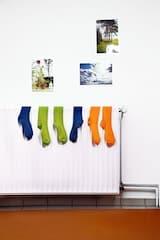 Energiesparen leicht gemacht: Die Heizkörper sollten am besten völlig frei stehen. Foto: djd/LichtBlick SE