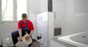 Bei Bad- oder Heizungssanierungen vertrauen die meisten Bauherren einer aktuellen Umfrage zufolge dem SHK-Fachhandwerk. Foto: djd/ZVSHK/VDS