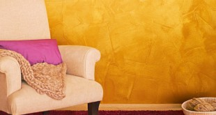 Wohnen wie bei den Windsors: Der Gold-Effekt verleiht dem Raum nicht nur Gemütlichkeit, sondern lässt ihn zugleich luxuriös und geradezu königlich wirken. (Foto: epr/Alpina)