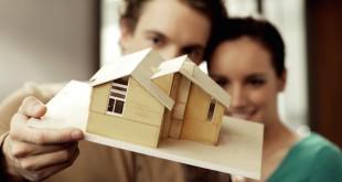 Nicht nur der Entwurf des Architekten muss begutachtet werden, auch die Baufinanzierung kann mit Hilfe eines Vermögensberaters geprüft werden. Foto: djd/Deutsche Vermögensberatung