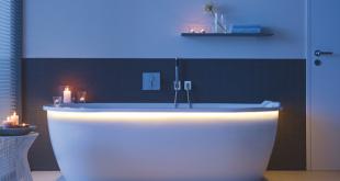 Moderne Badewannen als Freisteller sind wieder angesagt. Ansprechende Beleuchtungen lassen das Bad ganz besonders wirken. Bild: homesolute.com/Duravit