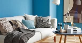 """Die neue Trendfarbe """"Pool"""" gibt jedem Raum eine leichte, fröhliche Atmosphäre. Zugleich ist sie besonders emissionsarm, zu erkennen am Umweltzeichen """"Blauer Engel"""". Foto: djd/SCHÖNER WOHNEN-FARBE"""