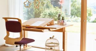 Höhenverstellbarer Schreibtisch mit geneigter Arbeitsplatte Foto: TEAM 7