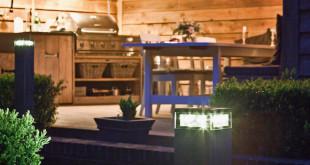 Licht im Garten frei platzieren: Diese solarbetriebenen Design-Außenlampen machen es möglich und sorgen gleichzeitig für Sicherheit und eine stimmungsvolle Atmosphäre. (Foto: epr/Hemsson)