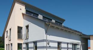 Damit nichts den schönen Gesamteindruck trübt, sollte auch die Dachentwässerung als Teil des Ganzen verstanden werden, welche das Profil und die Ausstrahlung des Hauses maßgeblich mitprägt. (Foto: epr/NedZink)