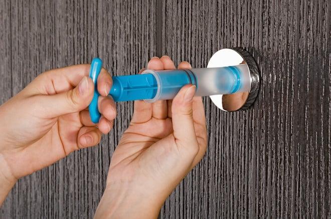 Dem Vakuum Sei Dank Badezimmer Accessoires Bleiben An Der Wand