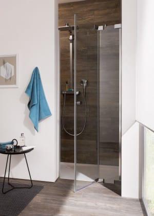 Passen sich dem Leben an: Die Duschen der Freistil-Serie werden individuell auf Maß gefertigt. Dadurch lassen sie sich in jede noch so außergewöhnliche Raumsituation integrieren. (Foto: epr/Tardis)