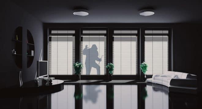 n acht von zehn Fällen gelangen Einbrecher durch die Fenster ins Gebäudeinnere. Daher ist es besonders wichtig, bei der Wahl des Fensters auf die Sicherheitsausstattung und individuelle Aufrüstbarkeit zu achten. (Foto: epr/Internorm)