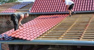Luxmetall garantiert nicht nur eine hohe Produktqualität, sondern stellt die gewünschten Metalldachplatten in der Regel auch in zwei Wochen zu. So können Kurzentschlossene ihr Dach also noch problemlos vor dem Winter dicht machen. (Foto: epr/LUXMETALL)