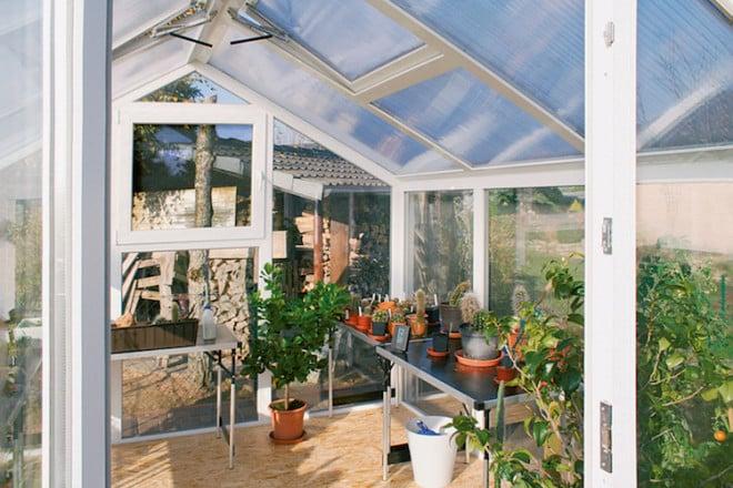 Die Gewächshäuser von WAMA eignen sich wunderbar dazu, Topfpflanzen gut geschützt durch den Winter zu bringen. (Foto: epr/WAMA)
