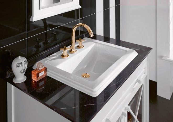 Retro und trotzdem zeitlos: Herausstechendes Merkmal dieses Waschbeckens der Reihe Hommage sind die aufwändigen Stufenreliefs. (Foto: epr/Villeroy & Boch)