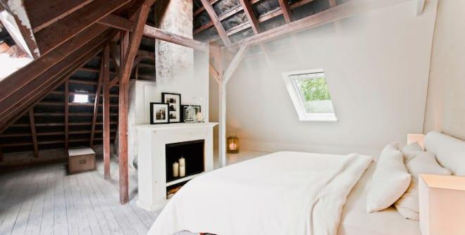Aus dem ehemals dunklen Raum unter dem Dach ist nach dem Ausbau ein schönes, helles Wohnparadies geworden. Entscheidend dafür ist das richtige Fenster. Velux-Dachfenster bieten eine doppelt so hohe Lichtausbeute wie gleichgroße Fassadenfenster. (Foto: Velux/epr)