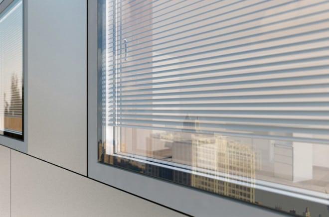 Vor Wind, Wetter und Staub behütet, liegt der Sonnenschutz des Verbundfensters KV 440 von Internorm zwischen den Scheiben. (Foto: epr/Internorm)