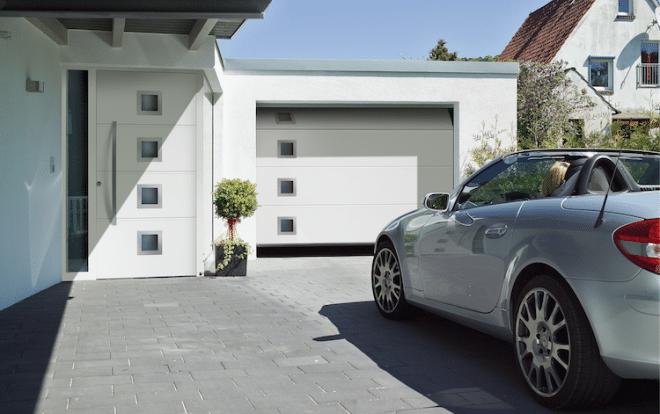 Zusatzausstattungen wie eine automatische Garagentorsteuerung sorgen für ein Plus an Komfort. Zusätzlich erhöhen sie den Einbruchschutz.  Bild: tdx/Hörmann/i&M Bauzentrum