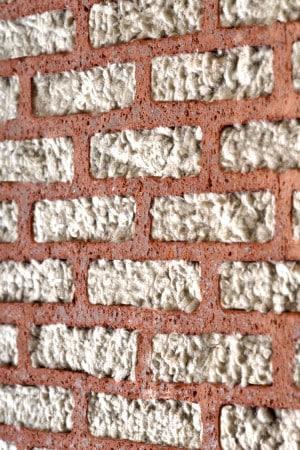 Innere Werte: Dämmstoffgefüllte Coriso-Mauerziegel minimieren den Energieverlust über die Außenwände. Foto: djd/unipor