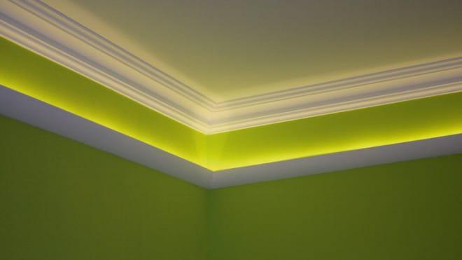 Wohlfühlen erwünscht: Die indirekte Beleuchtung verleiht dem Raum ein behagliches Ambiente. (Foto: epr/Saarpor)