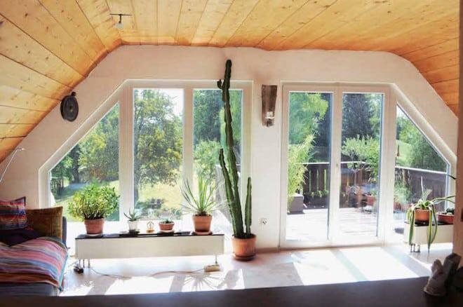 Mit den richtigen Fenstern nach Maß lässt sich auch von außen die individuelle Handschrift der Bewohner erkennen. (Foto: epr/perfecta)
