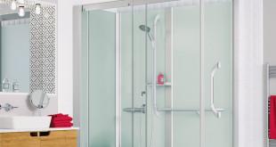 Je nach Bedarf kann die komfortable Duschlösung durch einen Sitz, einen Haltegriff oder eine Rampe ergänzt werden. (Foto: epr/SFA Sanibroy)