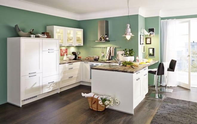 Landhausküchen sind zeitlos und bieten durch natürliche Materialien wie Holz oder Naturstein ein behagliches und warmes Ambiente. Foto: djd/KüchenTreff GmbH & Co. KG