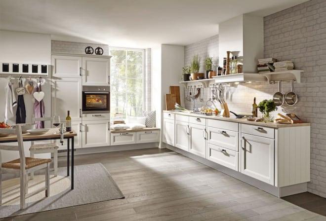 Der Landhaus-Stil reicht von der eher schnörkellosen skandinavischen Landhausküche bis zur mediterranen Variante. Foto: djd/KüchenTreff GmbH & Co. KG
