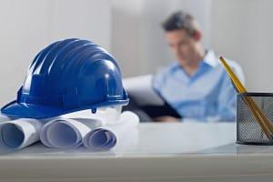 Durch eine Bauherren-Haftpflichtversicherung beispielsweise können Bauherren die teilweise großen Risiken absichern, die sich bei einem Hausprojekt zwangsläufig ergeben. Foto: djd/Schutzgemeinschaft für Baufinanzierende/shutterstock
