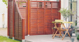 Ungestörte Privatsphäre: Beim HolzLand-Holzfachhändler können Gartenfreunde aus einer Vielzahl an Sichtschutzzäunen die passende Variante für die heimische Grünoase auswählen. (Foto: epr/HolzLand)
