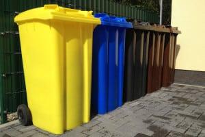 Durchblick im Farbendschungel: Die Mülltrennung scheint durch die farbliche Markierung der Tonnen einfach und logisch, birgt aber ihre Tücken. Bild: tdx/Allianz pro Nachhaltigkeit/Fotolia.