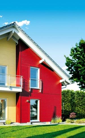 Holz im Außenbereich ist das ganze Jahr großen Belastungen ausgesetzt und benötigt einen optimalen Schutz. Bis zu zehn Jahre schützt das in attraktiven Farbtönen erhältliche Wetterschutz-System von Consolan. Bild: tdx/Consolan