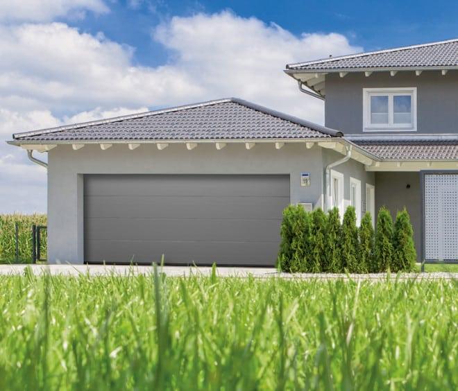 Die durchdachten Sicherheitsfunktionen der Normstahl Garagentorantriebe schützen sowohl die Bewohner als auch das persönliche Eigentum. (Foto: epr/Normstahl)