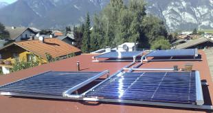 Mit den Voll-Vakuumröhrenkollektoren lässt sich zu 100 Prozent mit der Kraft der Sonne heizen. (Foto: epr/AkoTec)