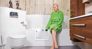 Um das Badezimmer sicherer zu gestalten, ist eine Komplettsanierung nicht zwingend nötig. Auch barrierearme Teilsanierungen sind heute elegant umsetzbar. (Foto: epr/Tecnobad)