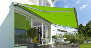 Kassettenmarkisen schützen das eingerollte Tuch vor Schmutz und Nässe, sie eignen sich daher auch an Fassaden, die direkt der Witterung ausgesetzt sind. Foto: djd/weinor.de