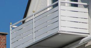 Damit ein Balkon dauerhaft schön bleibt, muss das Material die Wechsel zwischen warm und kalt, Sonne und Regen, Schnee und Frost vertragen. Ein Balkon aus wartungsfreier Kunststoffverkleidung von Baukulit ist die optimale Lösung. Bild: tdx/Baukulit