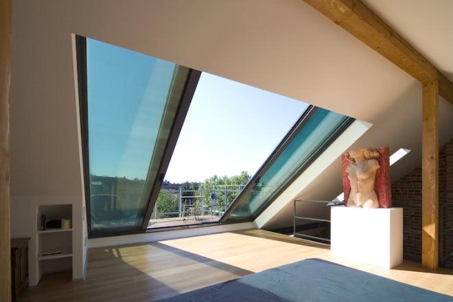 Das Dachschiebefenster Panorama schafft mittels viel Licht eine besondere Atmosphäre in jedem Dachgeschoss. So kann der Blick auch von zu Hause aus in die Ferne schweifen. Bild: tdx/Sunshine Wintergarten