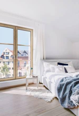 So unterschiedlich der Wohnstil, so abwechslungsreich sind auch die Oberflächen und Farben des neuen Holz/Aluminium-Fensters HF 410 von Europas führender Fenstermarke Internorm. (Foto: epr/Internorm)