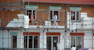 Mit geprüften, zugelassenen Materialien und einer fachgerechten Ausführung sind Hausbesitzer bei der Fassadendämmung auf der sicheren Seite. Foto: djd/IVH Industrieverband Hartschaum e. V.