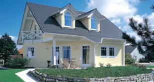 Sogenannte Aktiv-Dachbaustoffe verbinden ihre traditionelle Schutzfunktion für das Gebäude mit zusätzlichen Eigenschaften, die sich positiv auf Bewohner und Umwelt auswirken. Foto: djd/Braas