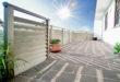 Eine große Auswahl unterschiedlichster Dekorfüllungen und Designs sowie eine farblich flexible Anpassung ermöglichen es, den Balkon perfekt auf die Umgebung abzustimmen. (Foto: epr/Leeb Balkone)