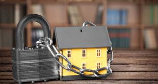 Das eigene Zuhause gut absichern: Angesichts der stark steigenden Einbruchzahlen wird dies immer unerlässlicher. Foto: djd/LISTENER Sicherheitssysteme GmbH/shutterstock