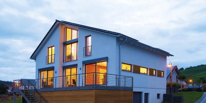 Schwabenhaus verwendet in seinen Häusern den umweltschonenden Baustoff Holz. Dieser nachhaltige Hausbau schont die Umwelt und garantiert ein gesundes Fertighaus. Foto: Schwabenhaus