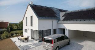 Energie frei Haus: Eine Solaranlage auf dem Dach macht unabhängiger von Energieversorgern, spart bares Geld und nutzt der Umwelt. Foto: djd/Braas
