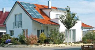Das Dach erfüllt wichtige Schutzfunktionen fürs Haus. Die Qualität hängt auch von der Dachdämmung ab. Foto: djd/Paul Bauder
