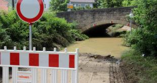 Für Hausschäden durch Überschwemmungen kommen Versicherungen nur auf, wenn der Vertrag auch Elementargefahren eingeschlossen hat. Foto: djd/www.DEVK.de