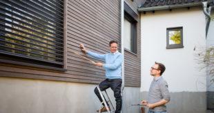 Holz wird immer häufiger bei Modernisierungsvorhaben verwendet. Der beliebte Baustoff lässt sich leicht verarbeiten, steht wie kaum ein anderes Material für Natürlichkeit und eignet sich für nachhaltige und energieeffiziente Gebäude mit gesundem Raumklima. BU: tdx/GD Holz