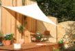 Auf Terrasse oder Balkon kann es im Sommer unangenehm heiß werden. Sonnensegel oder Markise spenden wohltuenden Schatten und schaffen damit gemütliche Rückzugsorte. Bild: tdx/Peddy Shield