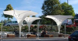 """Textile Sonnenschutz Technik fertigt auch architektonisch anspruchsvolle Allwetter-Sonnenschirme wie den Sonnenschirm """"Bahama Largo"""""""