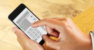 Sicherheit zum Mitnehmen: Mit der Alarmanlagen-App können sich Hausbesitzer jederzeit und von jedem Ort aus via Smartphone oder Tablet über die Sicherheit zu Hause informieren. (Quelle: Telenot Electronic GmbH)