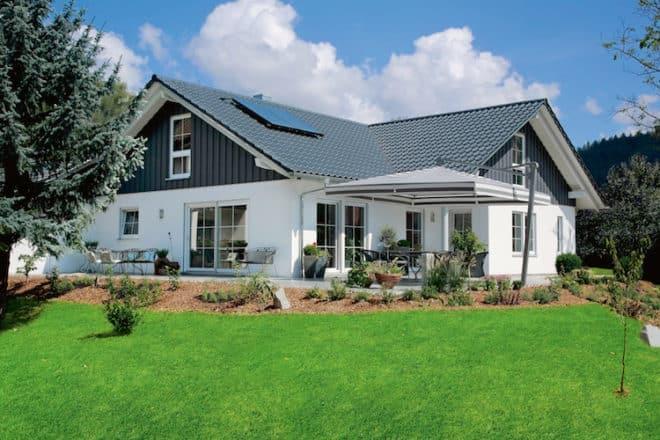 moderne bungalows berzeugen jung und alt mit handfesten. Black Bedroom Furniture Sets. Home Design Ideas