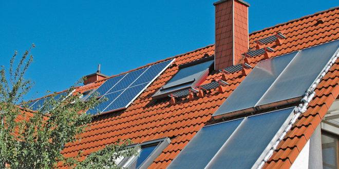 Wer Heiz- und Warmwasser mit einer Solaranlage erzeugt, reduziert seinen Energieverbrauch. Umso besser, wenn auch die Umwälzpumpe, die den Wasserkreislauf der Anlage antreibt, so wenig Energie wie möglich benötigt. (Foto: epr/Grundfos)